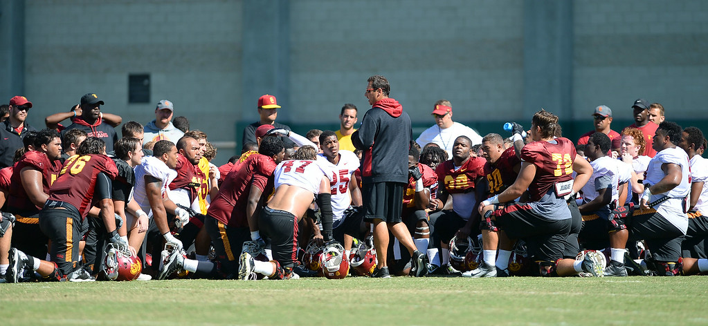 . USC head coach Steve Sarkisian talks with players following practice August 27, 2014 on USC\'s Howard Jones Field.(Andy Holzman/Daily News Staff Photographer)