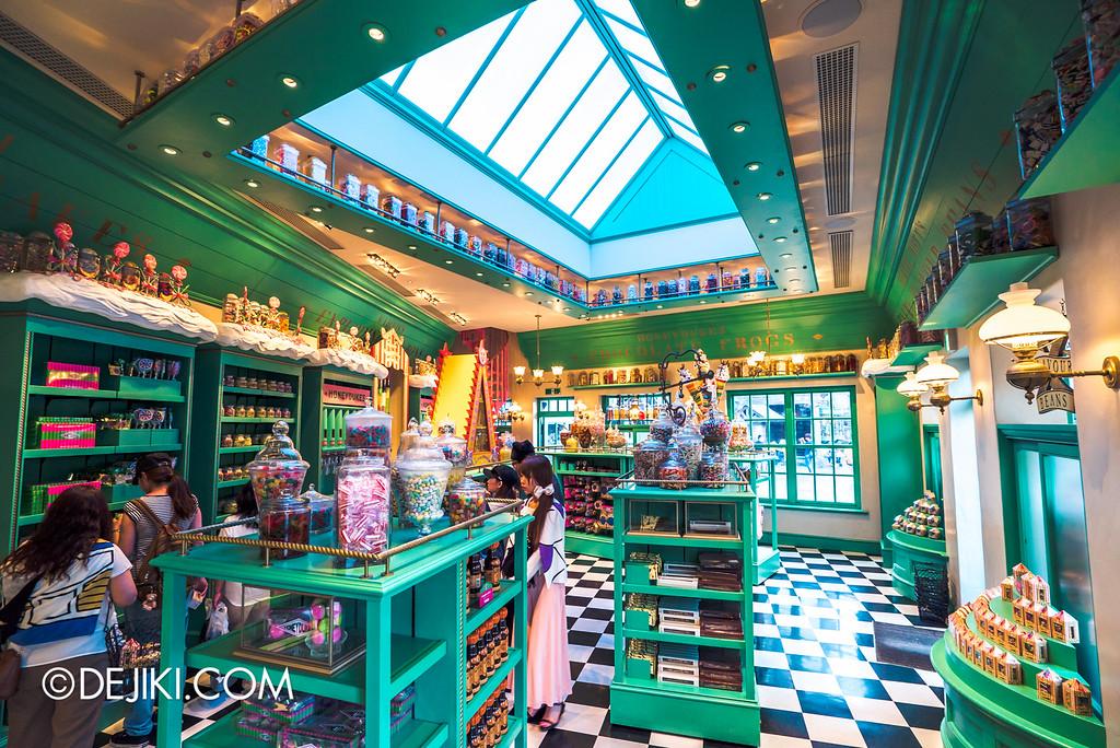 Universal Studios Japan - The Wizarding World of Harry Potter - Hogsmeade Honeydukes store