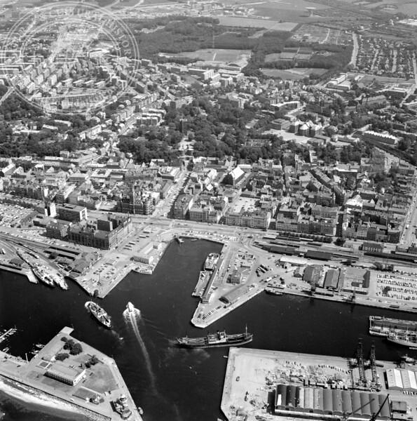 Helsingborg City with Harbor and Kärnan | EE.1206