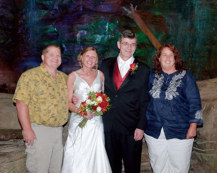 067 Dan & Janice Wedding - Group Shot (10x8).jpg