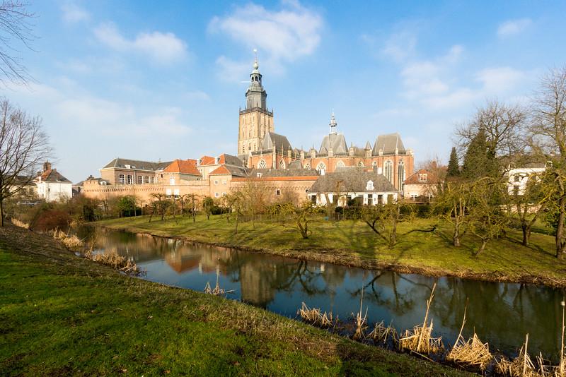 De Walburgtoren en omgeving