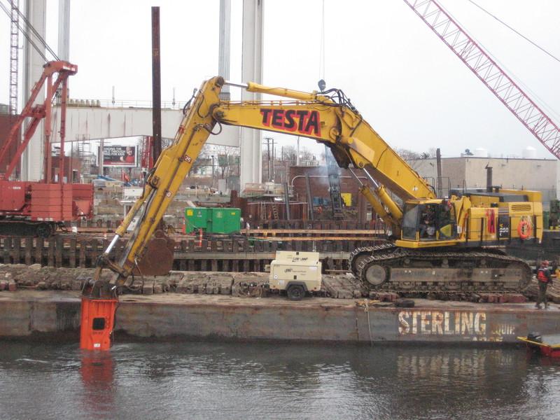 NPK GH50 hydraulic hammer on Testa excavator (41).jpg