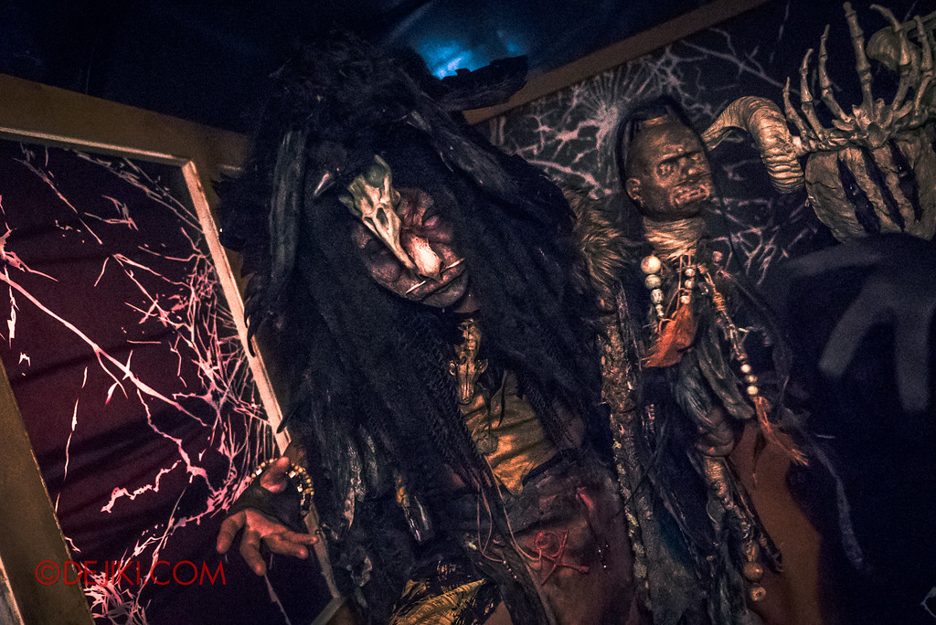 Halloween Horror Nights 7 Behind the Scenes: A Tour Inside HEX haunted house, Midnight Man strikes again