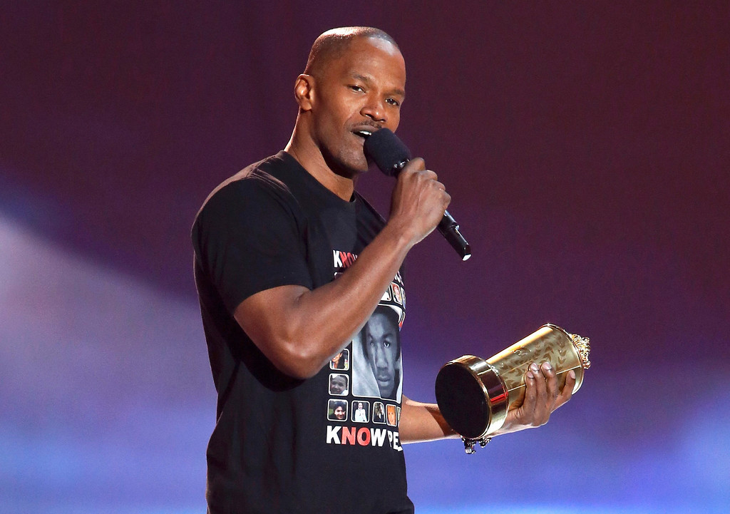 . Actor Jamie Foxx accepts the MTV generation award at the 2013 MTV Movie Awards in Culver City, California April 14, 2013.   REUTERS/Danny Moloshok