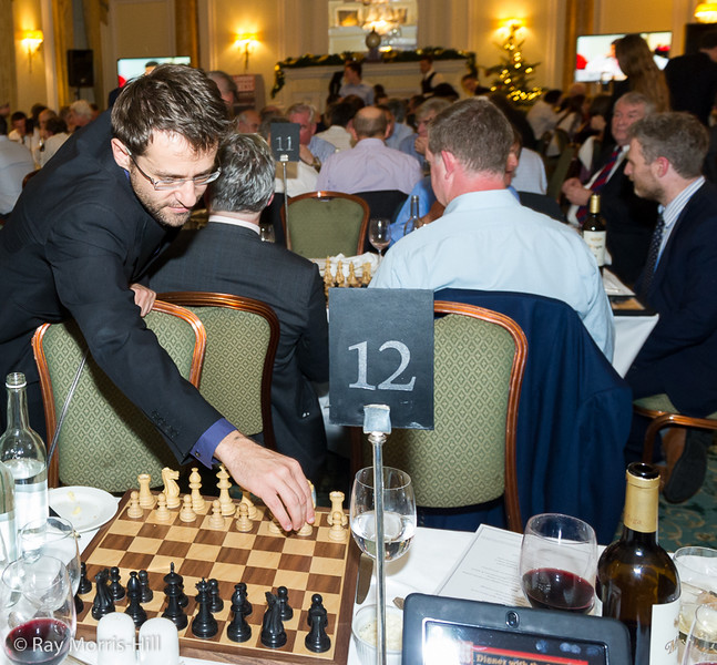 Levon Aronian does the rounds in the simultaneous
