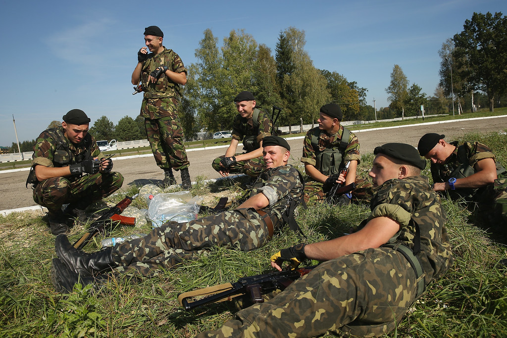 ". Ukrainian soldiers take a break during training on the second day of the ""Rapid Trident\"" NATO military exercises on September 16, 2014 near Yavorov, Ukraine.  (Photo by Sean Gallup/Getty Images)"