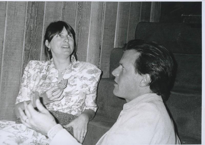 1991 - Louie Jones talking to Whitney Otto.jpeg