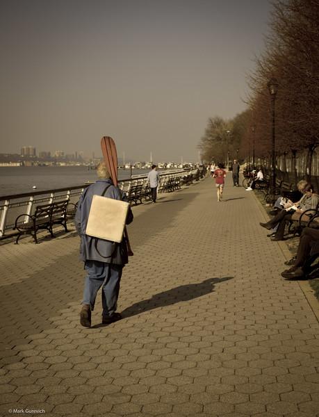 20120317 Dedushka s veslom.jpg