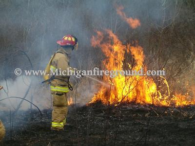 4/12/04 - Delhi Twp grass fire, 1470 Harper Rd