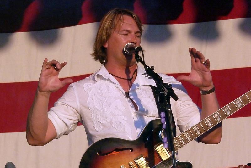 Rockie singing to the people.jpg