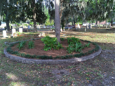 Oak Grove Cemetery Circle and New Signs 04-12-17