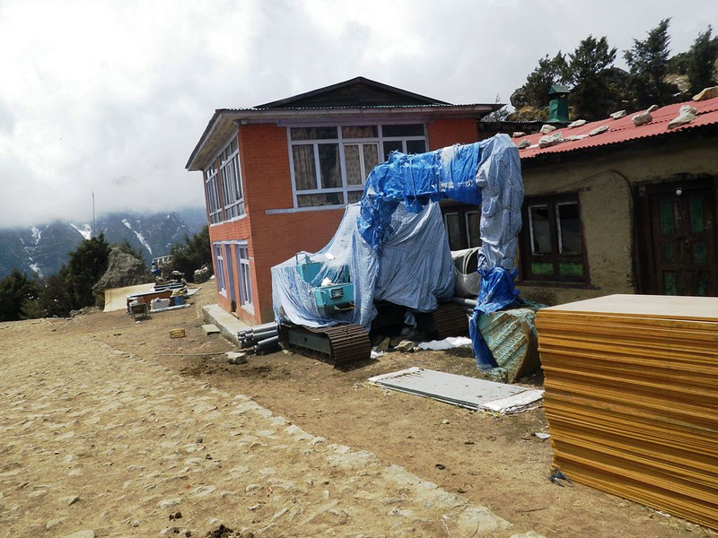 At Syangboche (12,205ft = 3.720m) Sherpa people started to build airport and later they decided not to do that.