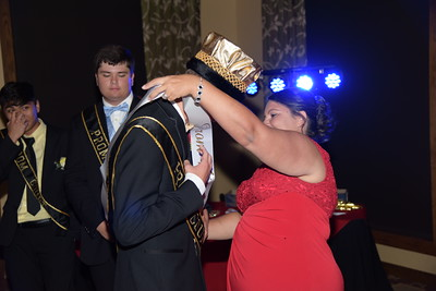 19-04-27 Prom Crowning