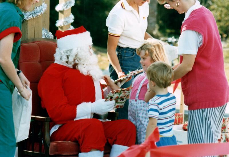 1986_December_10th_wedding_anniversary_&_Christmas_0019_a.jpg