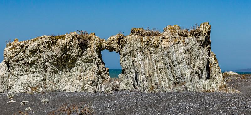 Steinfenster an der Küste bei Ward