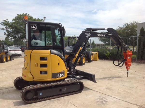 NPK PH1 hydraulic hammer on Deere mini excavator (1).JPG