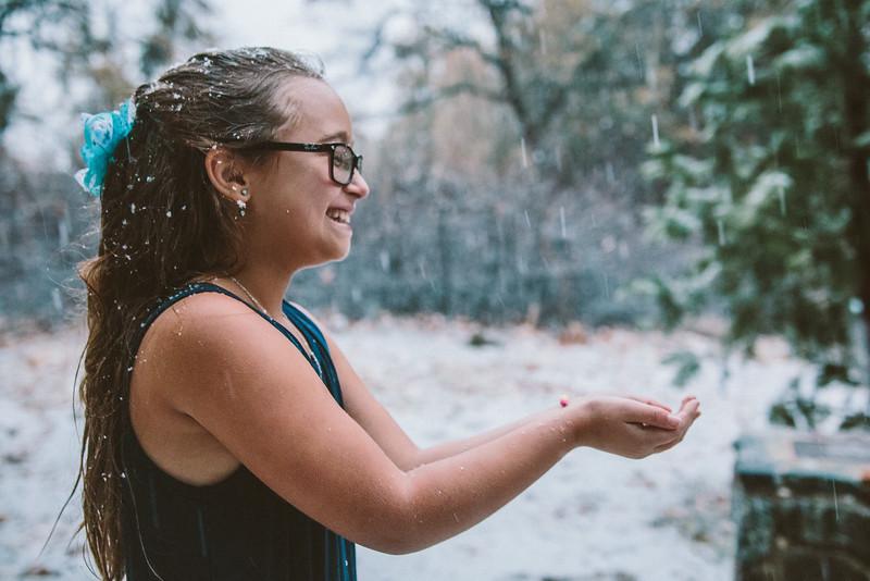 11-27-16 Becky & Douge Family Photo Session Oak Glen in the Snow-9087.jpg