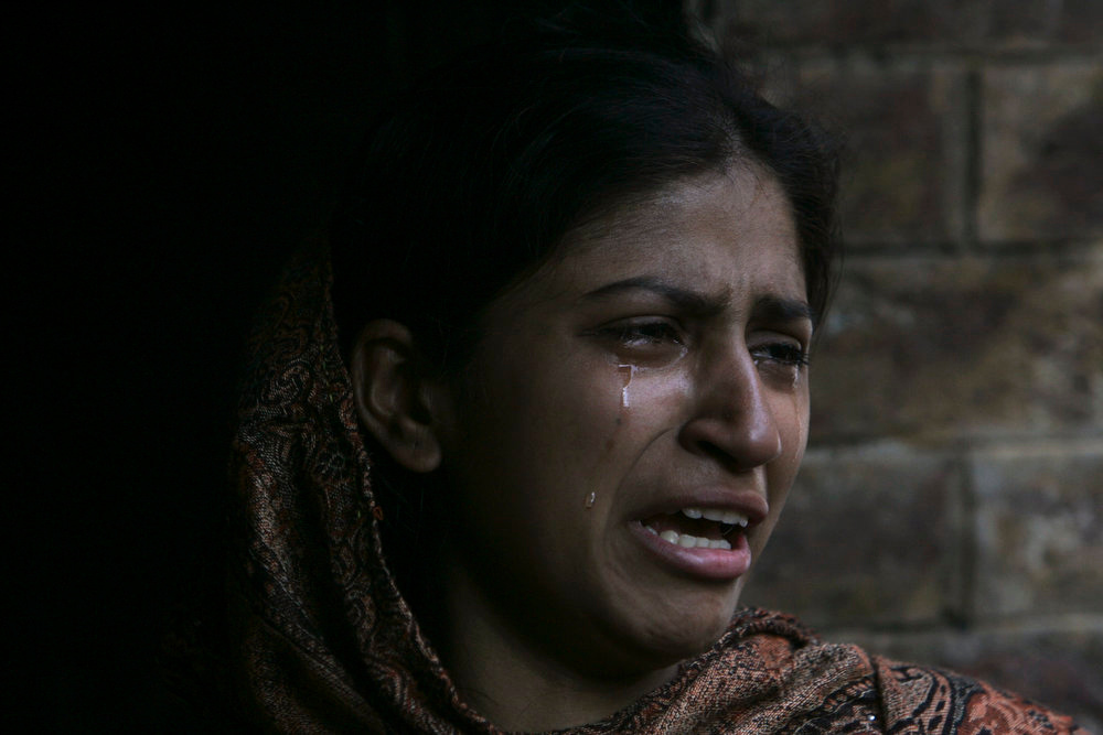 . A Pakistani Christian cries during a protest against Saturday\'s burning of their houses and belongings, in Badami Bagh, Lahore March 10, 2013. Hundreds of Pakistani Christians took to the streets across the country on Sunday, demanding better protection after a Christian neighborhood was torched in the city of Lahore a day earlier in connection with the country\'s controversial anti-blasphemy law.  REUTERS/Mani Rana