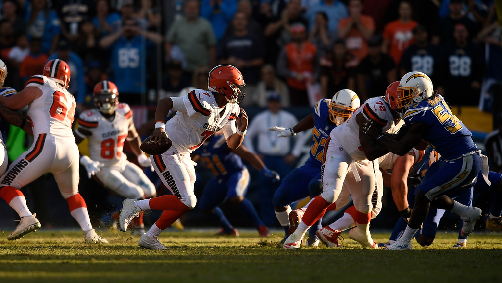 . Cleveland Browns quarterback DeShone Kizer looks to pass against the Los Angeles Chargers during the second half of an NFL football game Sunday, Dec. 3, 2017, in Carson, Calif. (AP Photo/Kelvin Kuo)