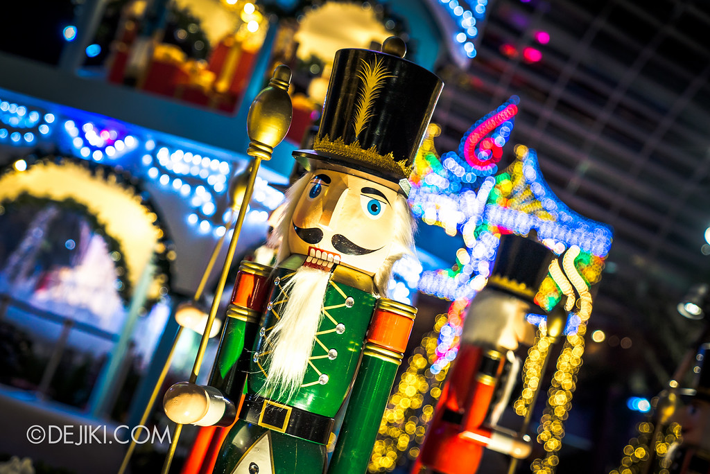 Gardens by the Bay - Merry Medley - nutcracker