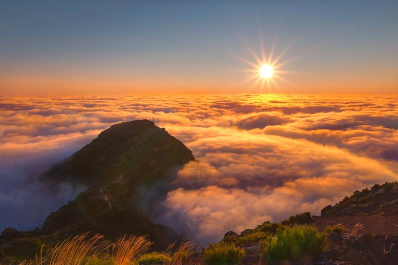 Sunrise-at-Pico-Ruivo.jpg