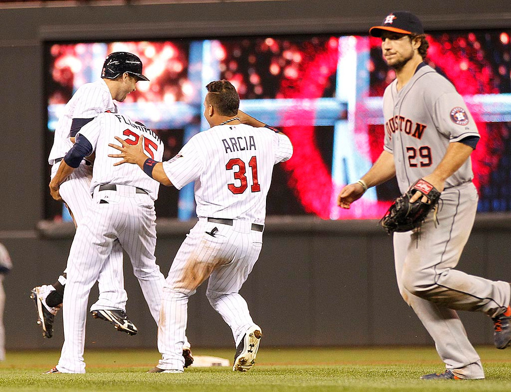 . Minnesota Twins Brian Dozier is congratulated by teammates after he singled to drive in the winning run. (AP Photo/Andy Clayton-King)