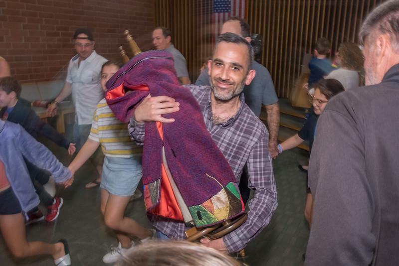 Simchat Torah-200.jpg