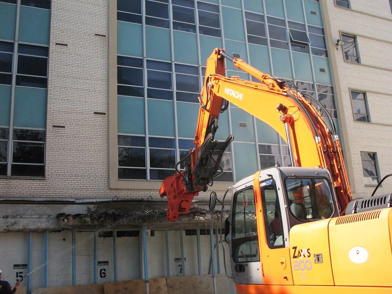 NPK U21JR concrete pulverizer on Hitachi excavator-commercial demolition (22).JPG