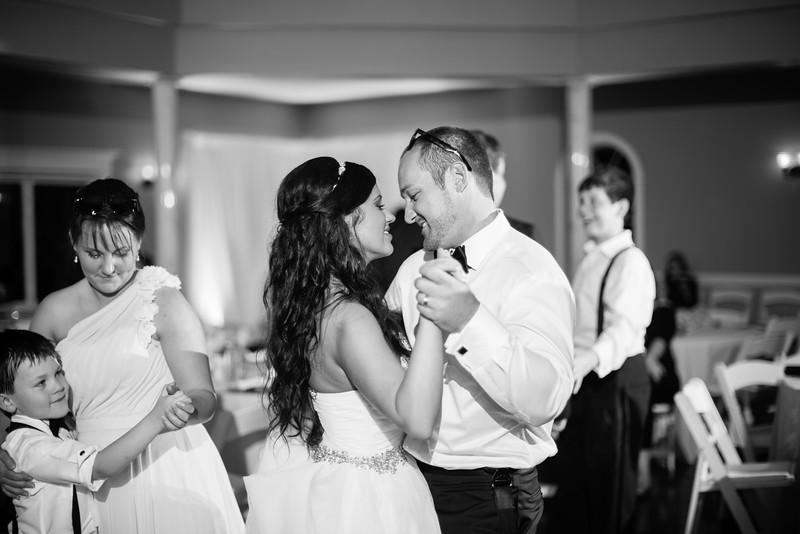 1183_Josh+Lindsey_WeddingBW.jpg