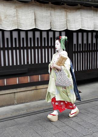 Japan - Geishas, Baseball & Atom Bombs