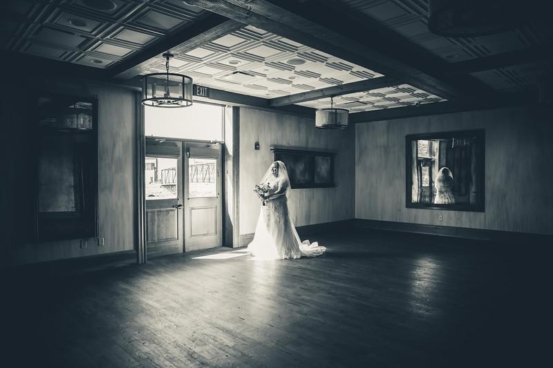 Beloit-WI-Ironworks-hotel-Wedding-Photographere_m_35.jpg