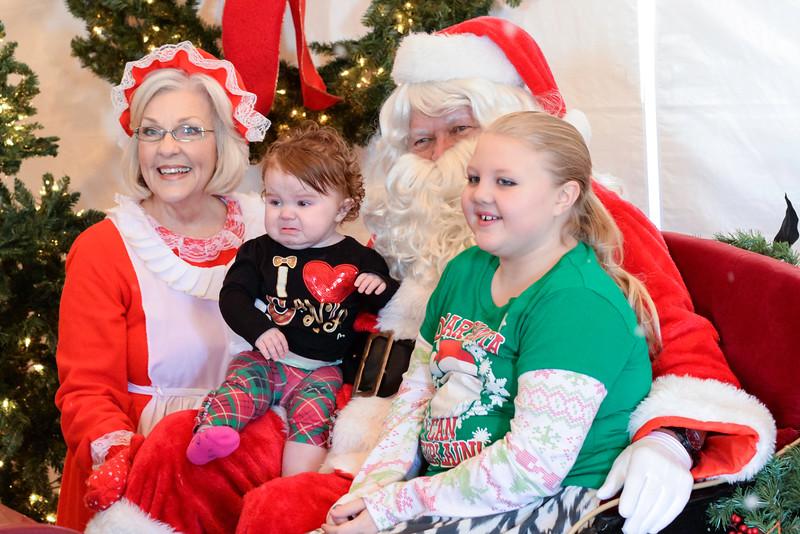 2014-12-24 Creekwood Christmas 005.jpg
