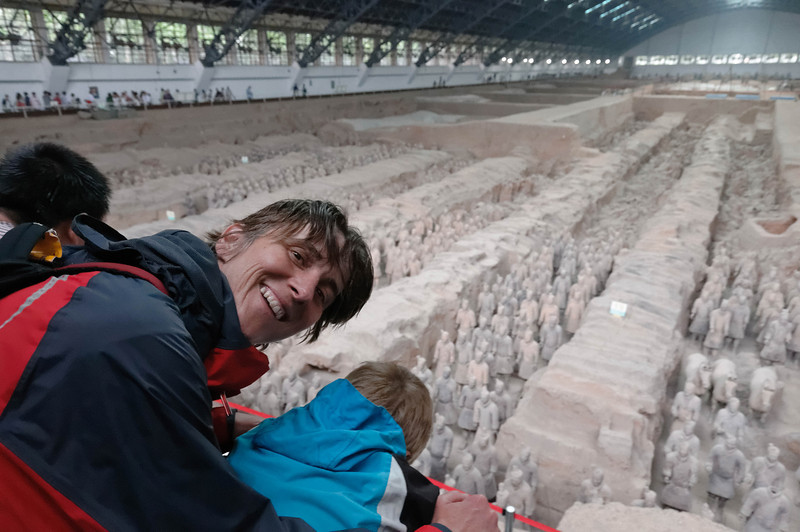 Wir kamen morgens in Xian an und haben uns dort die Terrakottasoldaten angeschaut. Die hatten wir zwar schon mal in 2002 gesehen, sind aber immer einen Besuch wert.