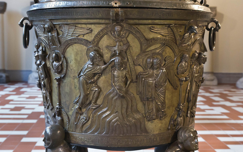 Taufbecken aus Hildesheimer Dom: Taufe im Jordan