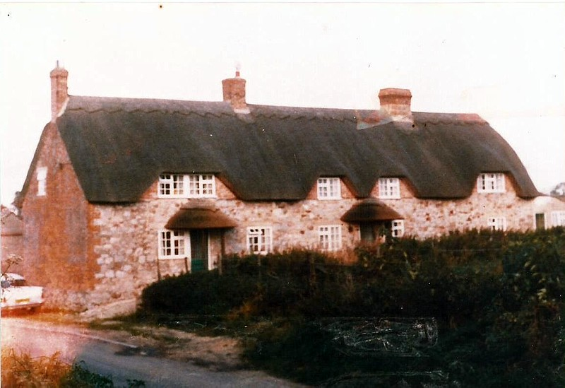 Hodson cottages near the Calley Arms 1960s