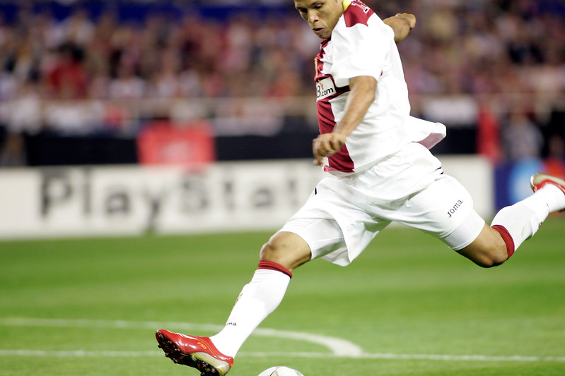 Luis Fabiano kicking the ball. UEFA Champions League first knockout round game (second leg) between Sevilla FC (Seville, Spain) and Fenerbahce (Istambul, Turkey), Sanchez Pizjuan stadium, Seville, Spain, 04 March 2008.