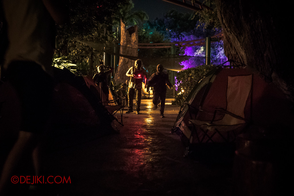 Halloween Horror Nights 7 MasterCard Priceless Experience - Zombies running to the campsite