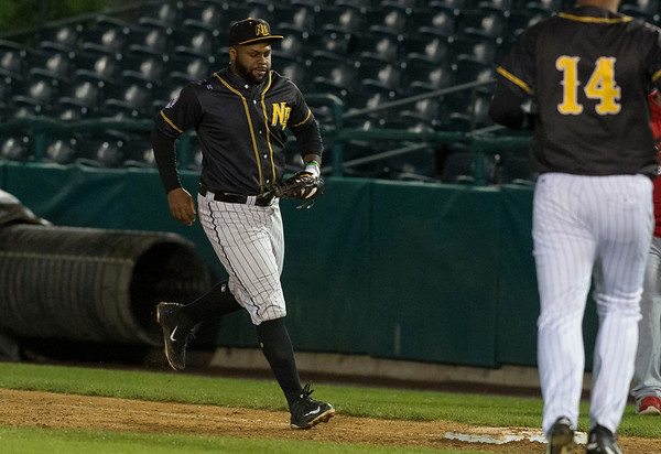 09/06/19 Wesley Bunnell | StaffrrThe New Britain Bees vs the Lancaster Barnstormers on Friday night at New Britain Stadium. Jason Rogers (9) makes the unassisted put out.