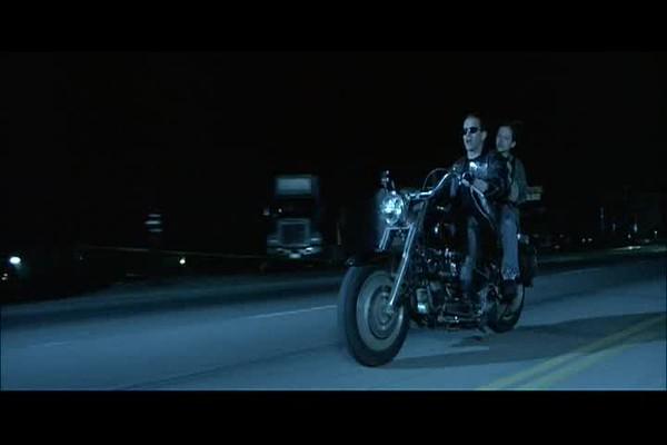 Terminator2_MotorcycleAndPayPhones_40-52.avi