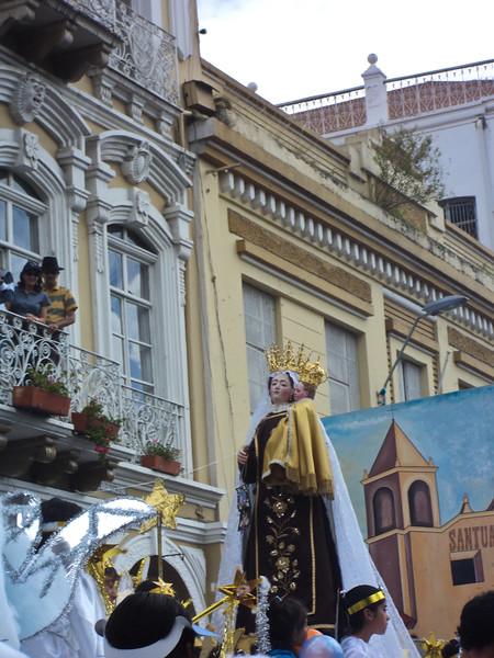 el-pase-del-nino-viajero-parade_5290640776_o.jpg