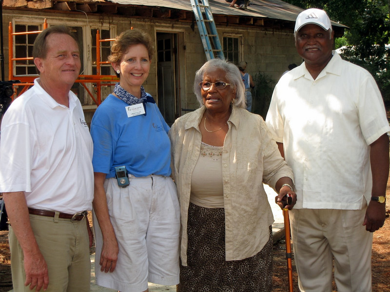 L-R: David Snell, Linda Fuller and lady visiting from the neighborhood, Fannie Crawford.  ky