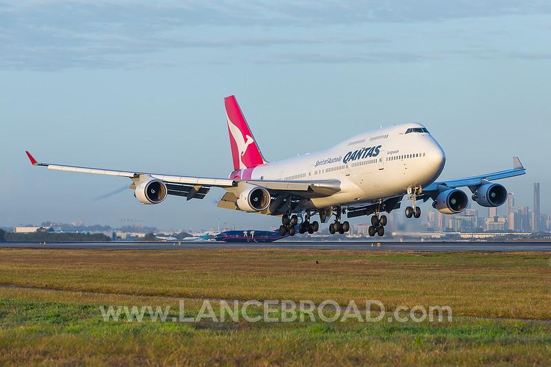 Qantas 747-400ER - VH-OEI - BNE