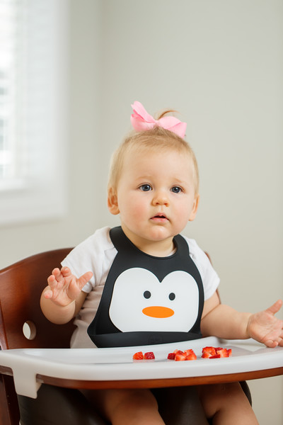 Make_My_Day_Bib_Penguin_lifestyle (25).JPG
