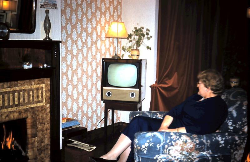 1960-1-10 (21) Mrs Nesbit in her living room, Bexeley Heath, Kent.JPG