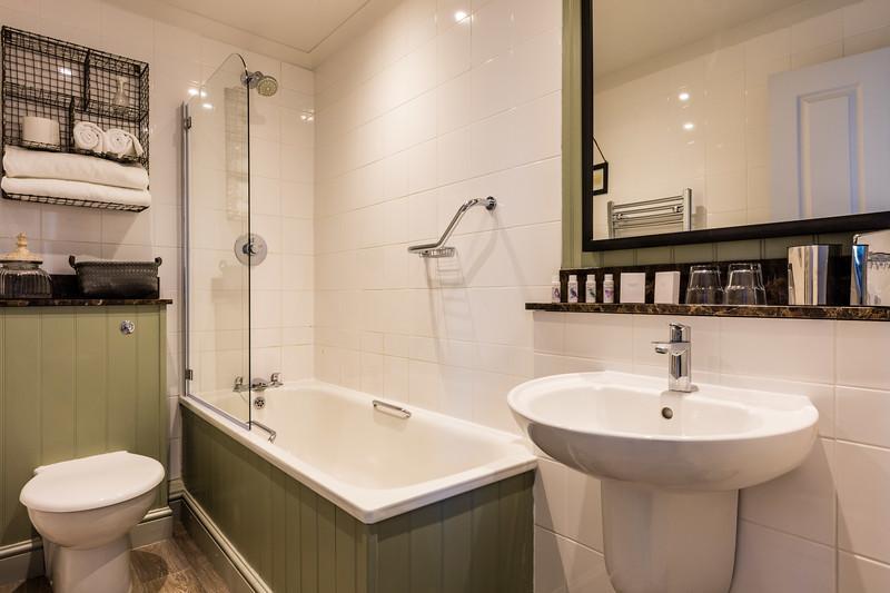 Bathroom e.jpg