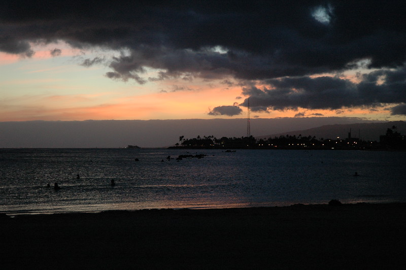 Hawaii - Ala Moana Beach Sunset-203.JPG