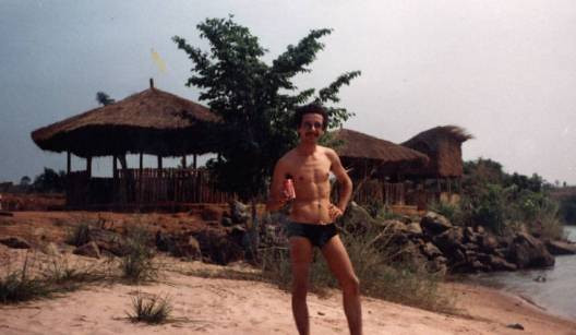 Angelo na praia do Fucauma ( anos 80s)