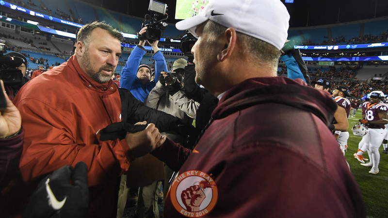 Arkansas Razorbacks head coach Bret Bielema shakes hands with Virginia Tech head coach Justin Fuente following the game. (Michael Shroyer/ TheKeyPlay.com)