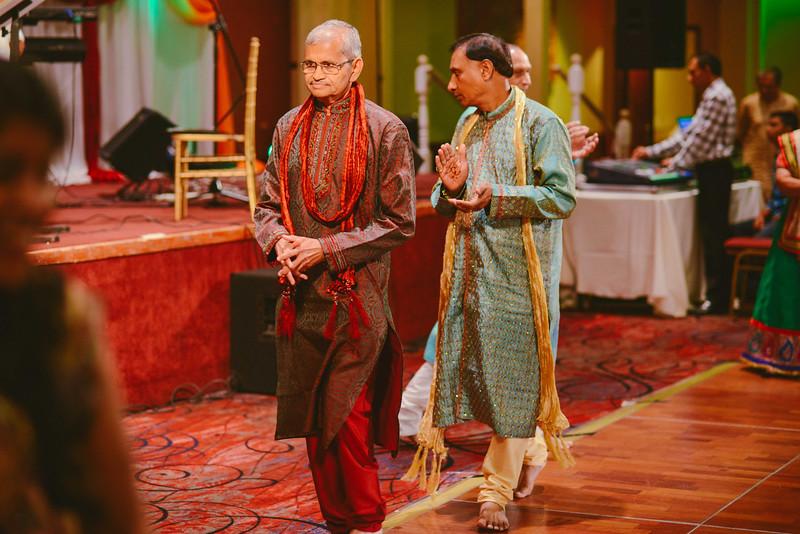 Charmi & Abhi Garba (149 of 578).jpg