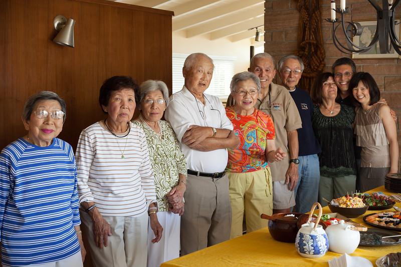 Maude, Pat, Grace, Roy, Jean, Dad, Len, Mom, me, Valerie